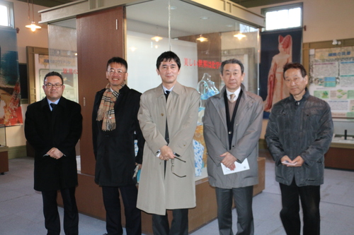 繊維学会幹事会のメンバーを重文本館の案内をする_c0075701_1831587.jpg