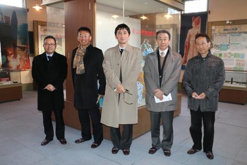繊維学会幹事会のメンバーを重文本館の案内をする_c0075701_1832036.jpg