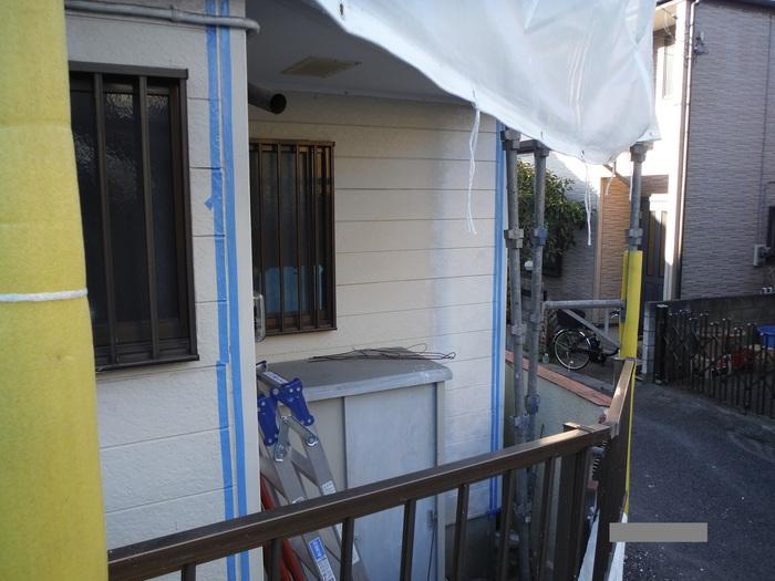 屋根葺き直し、雨樋取替、外壁塗替え ~塗装開始。_d0165368_4284552.jpg