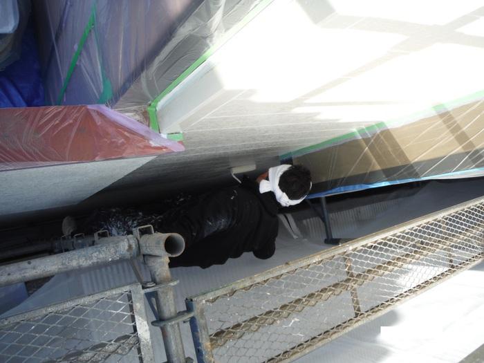 屋根葺き直し、雨樋取替、外壁塗替え ~塗装開始。_d0165368_4292771.jpg