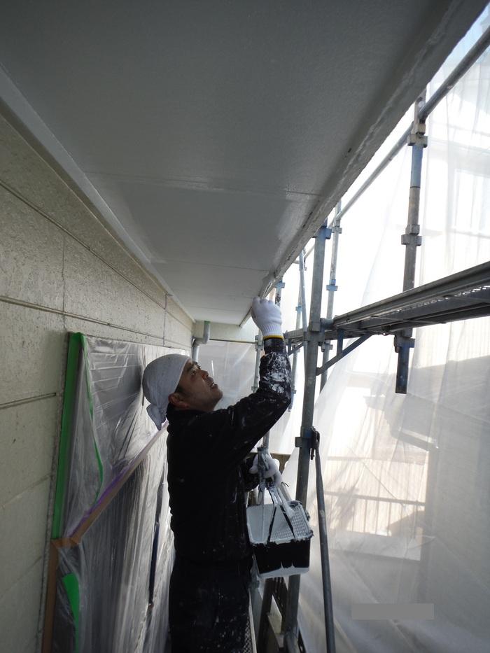 屋根葺き直し、雨樋取替、外壁塗替え ~塗装開始。_d0165368_4295069.jpg
