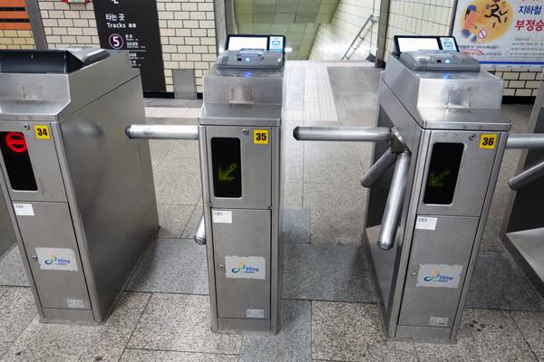 ソウルの地下鉄駅 自動改札機とホームドア ソウル旅 2016年3月(3)_f0117059_11314154.jpg