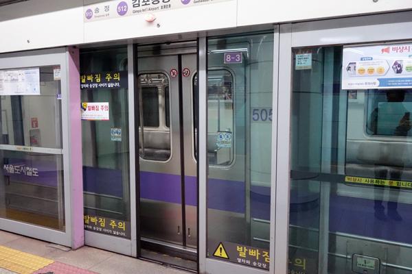 ソウルの地下鉄駅 自動改札機とホームドア ソウル旅 2016年3月(3)_f0117059_11333168.jpg