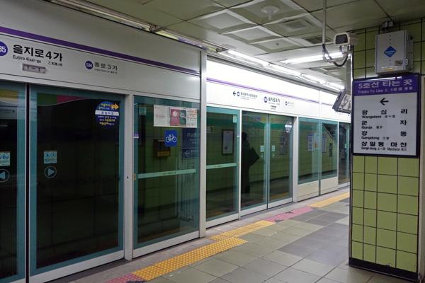 ソウルの地下鉄駅 自動改札機とホームドア ソウル旅 2016年3月(3)_f0117059_113364.jpg