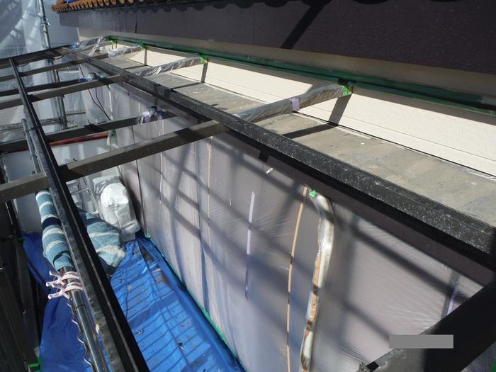 屋根葺き直し、雨樋取替、外壁塗替え ~上塗り 。_d0165368_9124113.jpg