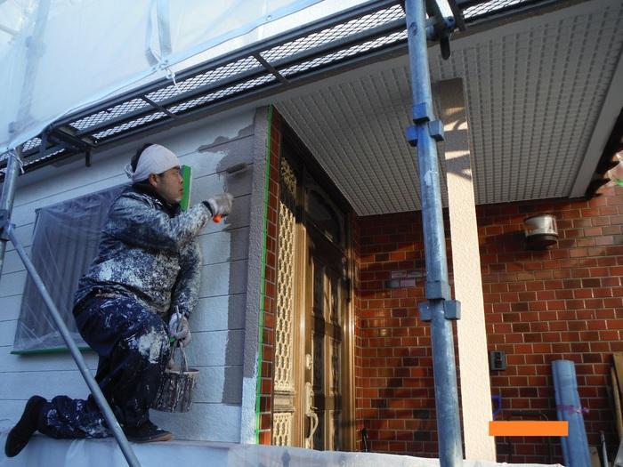 屋根葺き直し、雨樋取替、外壁塗替え ~上塗り 。_d0165368_9134596.jpg
