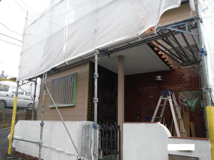 屋根葺き直し、雨樋取替、外壁塗替え ~上塗り 。_d0165368_9141092.jpg