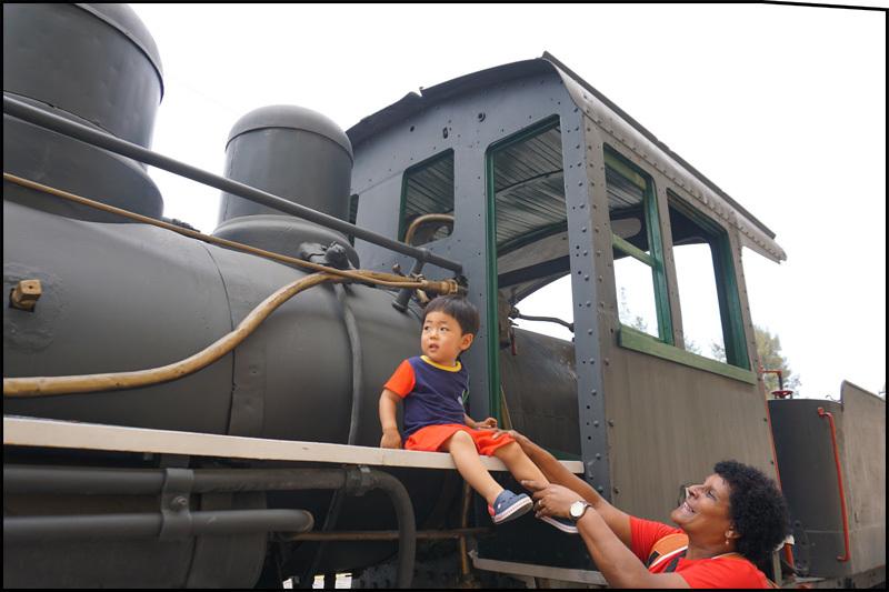 ハバナの保存機関車  キューバ最新情報16_b0019313_13413870.jpg