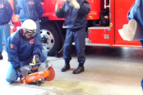 救助資機材取扱い訓練_a0259130_18475116.jpg