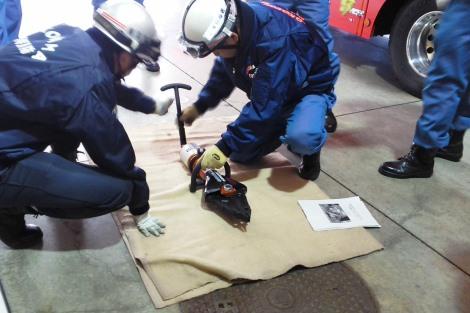 救助資機材取扱い訓練_a0259130_22112588.jpg