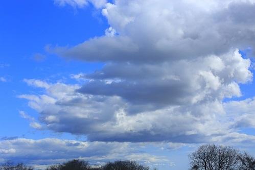 怪しい雲がもくもく_e0241944_23344201.jpg