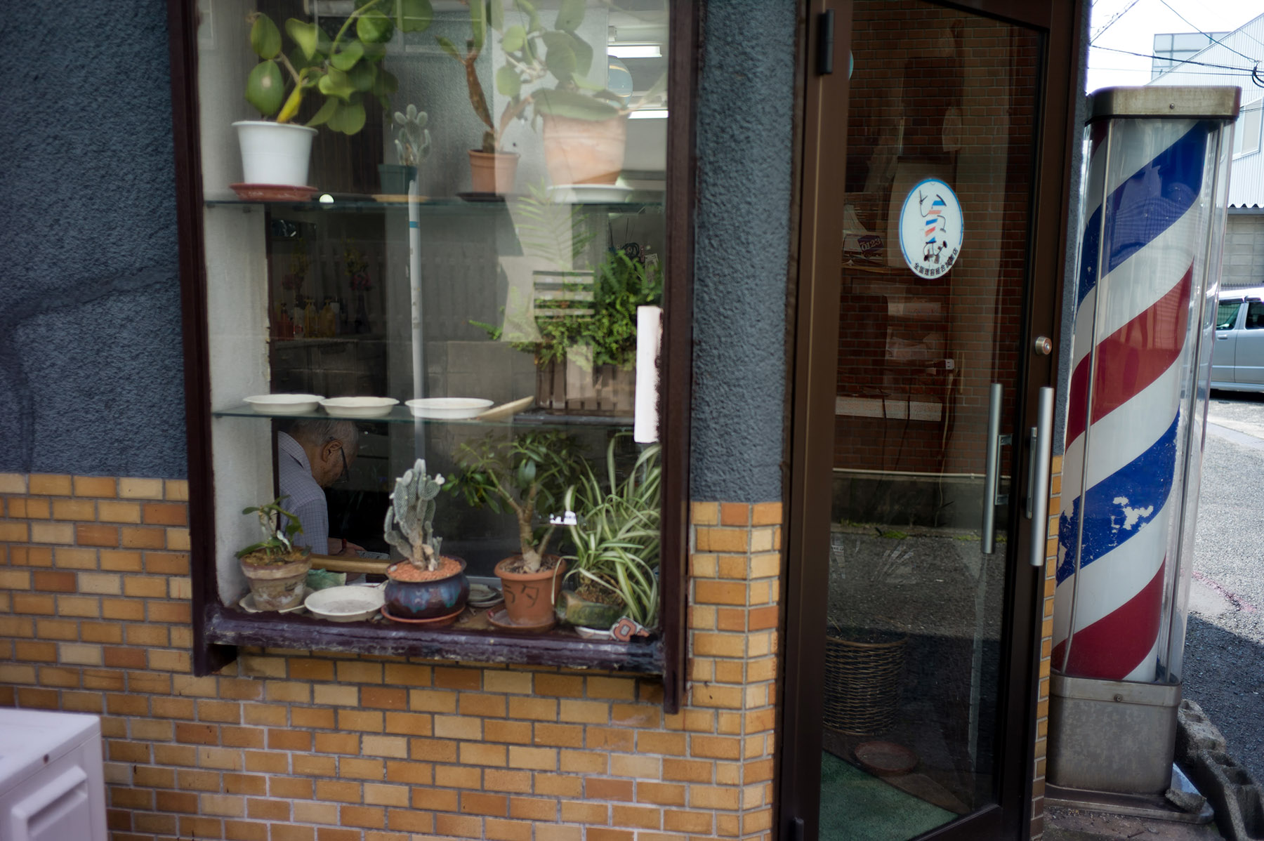 日曜日の理髪店_c0028861_2347092.jpg