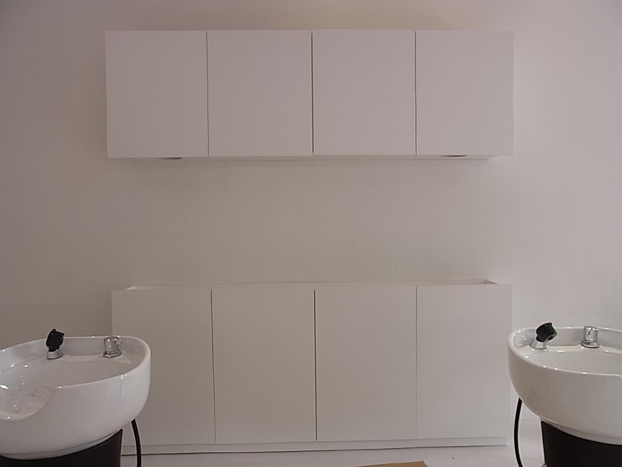 某美容室の家具取り付けです。_b0186200_22523869.jpg