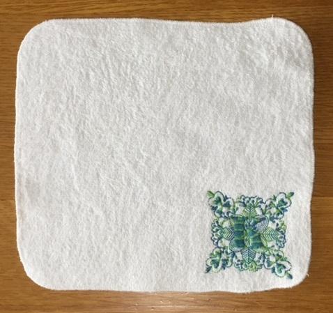 ハンカチ刺繍には、置き縫い枠♪_c0316026_10303510.jpg