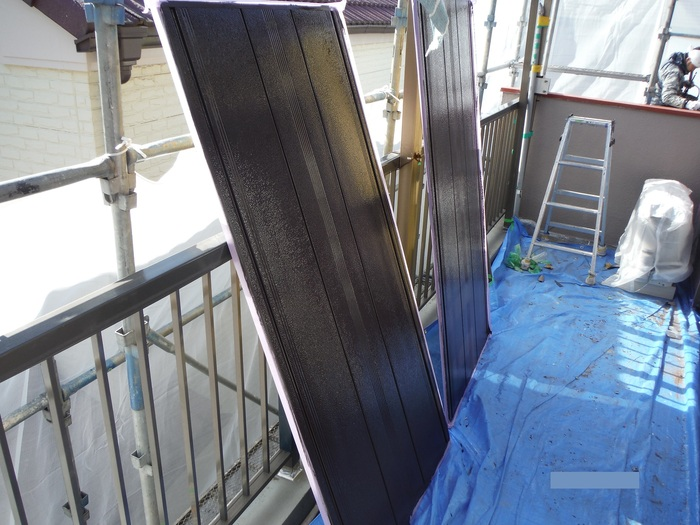 屋根葺き直し、雨樋取替、外壁塗替え ~ 細かい塗り替え。_d0165368_4105890.jpg