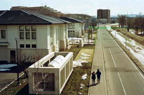 モルモン教会前を通る地元住民と放射能レンズ画像への訪問_c0182775_1794468.jpg
