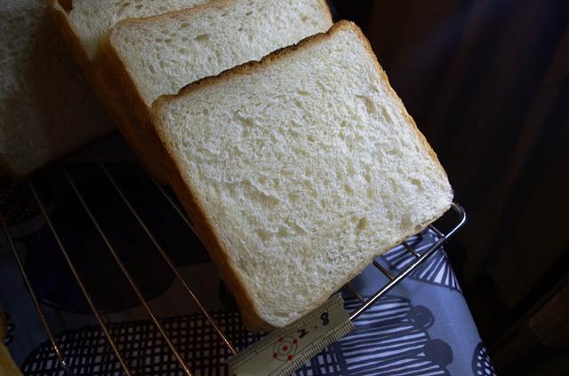 食パン試作たち_e0167593_0285341.jpg