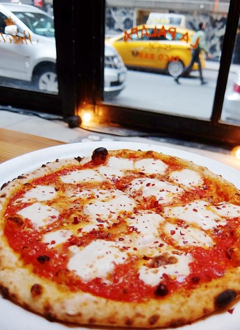 NYのフードコート、アーバンスペース・ヴァンダービルトで食べられるミシュラン掲載店のピザ Roberta\'s_b0007805_4254695.jpg