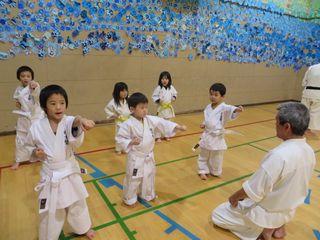 札幌市西区 西町教室 3才からの武道空手_c0118332_2233392.jpg