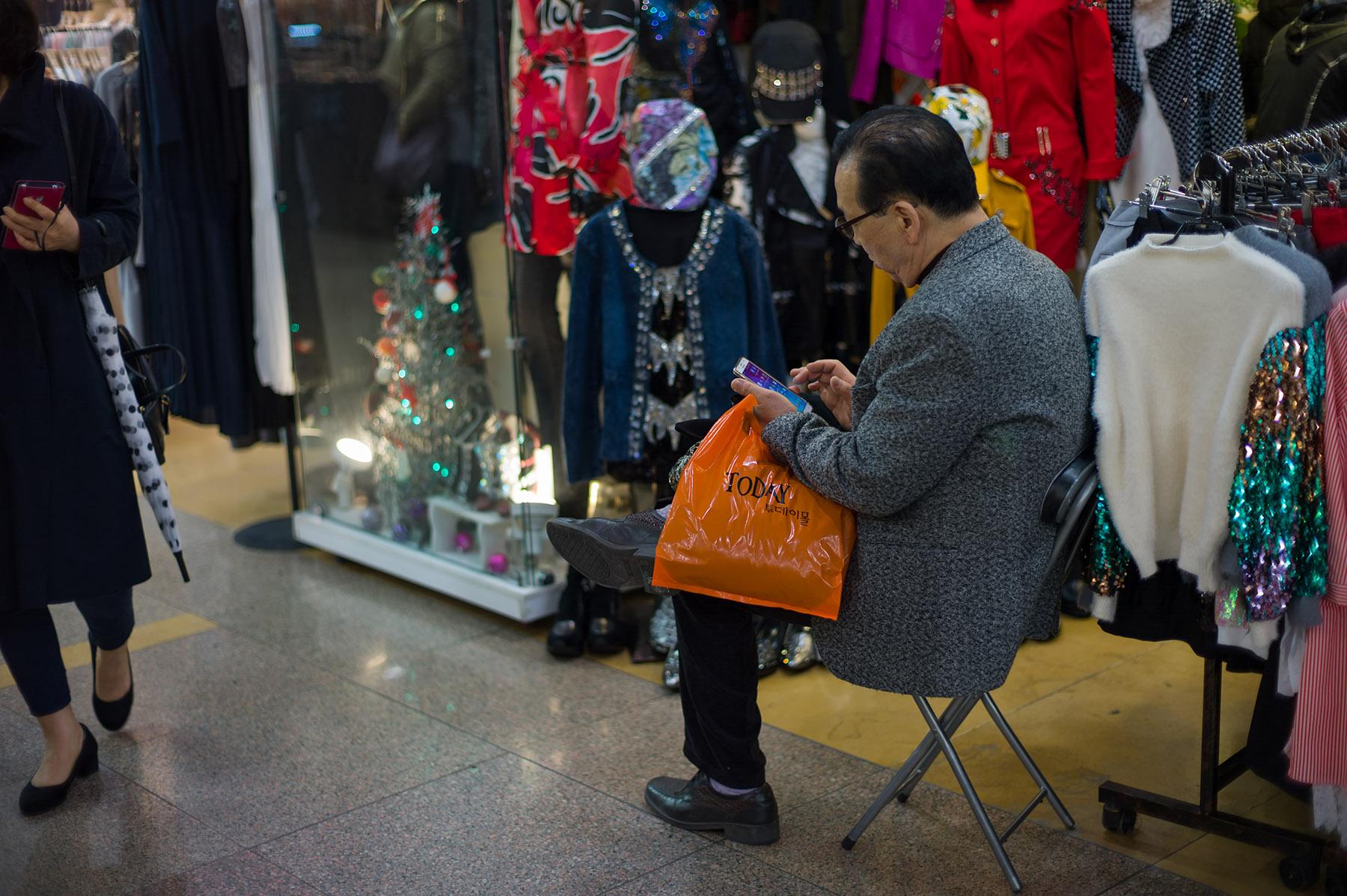 江南地下商店街にて_c0028861_21373417.jpg