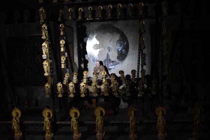 謎の金色宇宙船?!松山の珍スポット!石手寺(洞窟&マントラ塔)_e0171573_20291785.jpg
