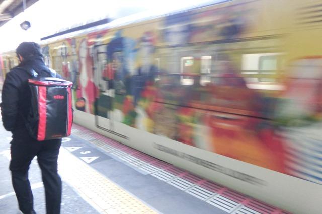 藤田八束の鉄道写真集@大阪環状線の春、桜の花が咲き観光客で大賑わい_d0181492_21503070.jpg