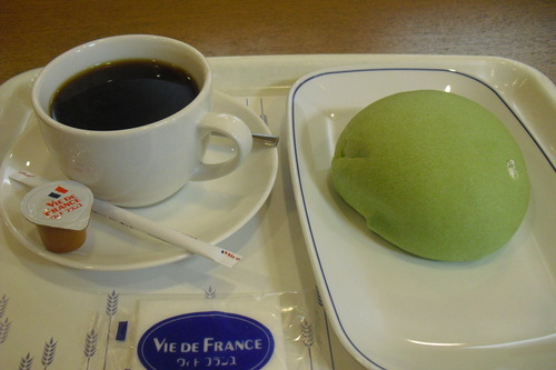 VIE DE FRANCE(ヴィ・ド・フランス) 『マスクメロンパン』_a0326295_20113465.jpg