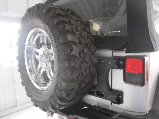 JK ラングラー 強化品背面タイヤブラケットに、37インチタイヤ 取り付け_b0123820_17133043.jpg