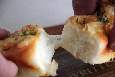 チーズとベーコンのちぎりパン!と、ハンバーガー!_a0165538_10273499.jpg