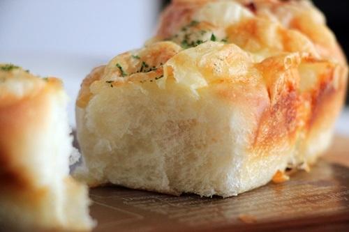 チーズとベーコンのちぎりパン!と、ハンバーガー!_a0165538_10273992.jpg
