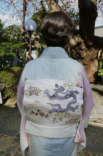 北野をどり・野村エミさん三眠蚕小紋に龍の帯。_f0181251_1614837.jpg