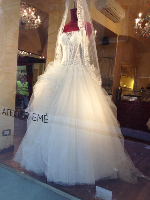 ウェディング・ドレスが街を飾るフィレンツェ_a0136671_2322769.jpg
