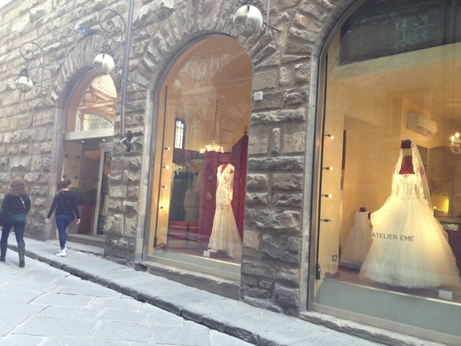 ウェディング・ドレスが街を飾るフィレンツェ_a0136671_23263261.jpg