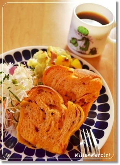 トマトデニッシュ食パン@酒種_a0348473_13415384.jpg