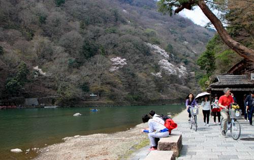 16桜だより17 嵐山2 渡月橋あたり_e0048413_181914100.jpg