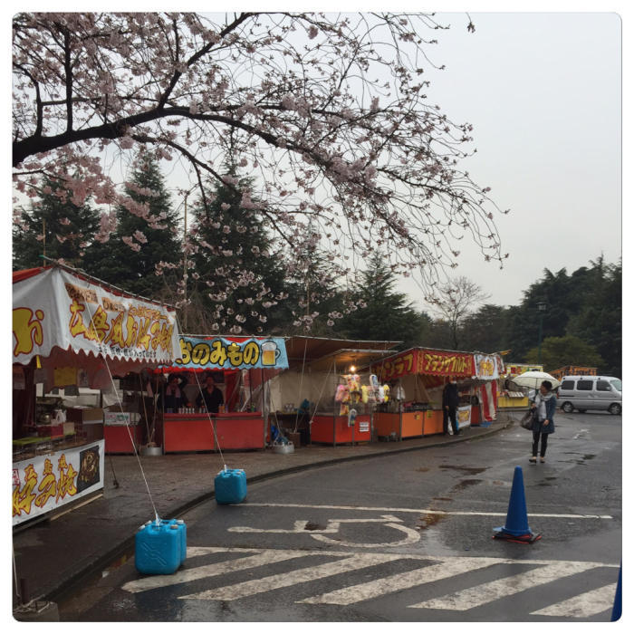 雨の鶴舞公園で研究開発を語る?_c0170233_17012173.jpg