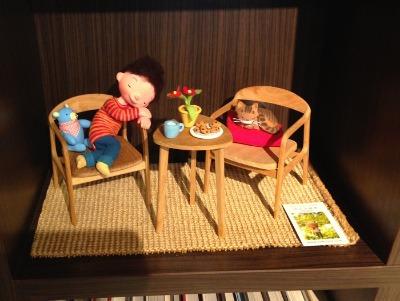 椅子の上で眠る子供_f0072976_2343586.jpg