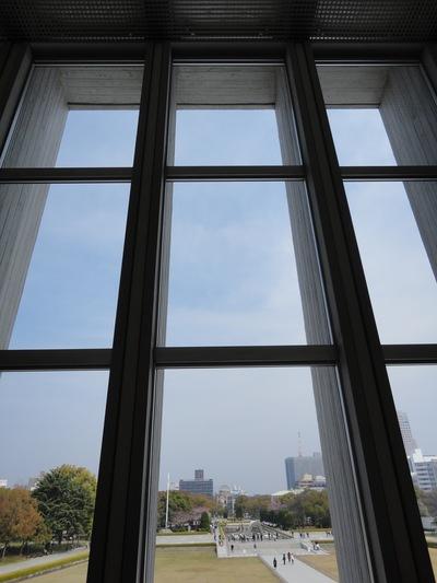 軸線を感じ、振り返えって空を見上げる事_a0122098_1552141.jpg