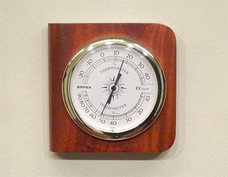 アコギの湿度管理2 「加湿器は不要だったか?」_c0137404_20355582.jpg