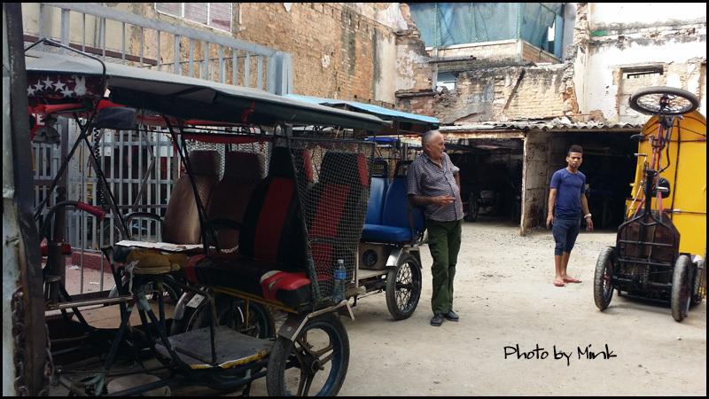 自転車タクシー   キューバ最新情報20_b0019313_16080740.jpg