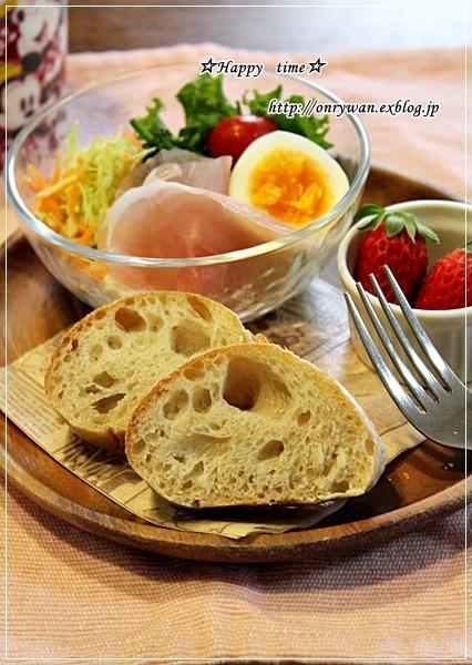 豚肉と茄子ピーマンの甘辛炒め弁当と苺酵母バゲットでブランチ♪_f0348032_18142329.jpg