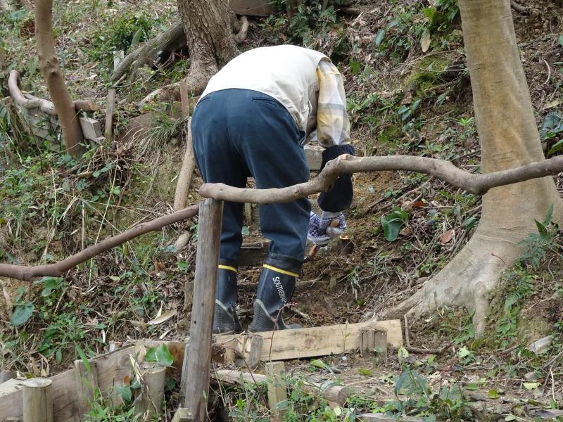 ササユリの道に手すりを取り付けました in うみべの森_c0108460_22235847.jpg