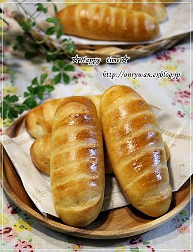 苺酵母・パンヴィエノワでホットドッグ弁当♪_f0348032_19093753.jpg
