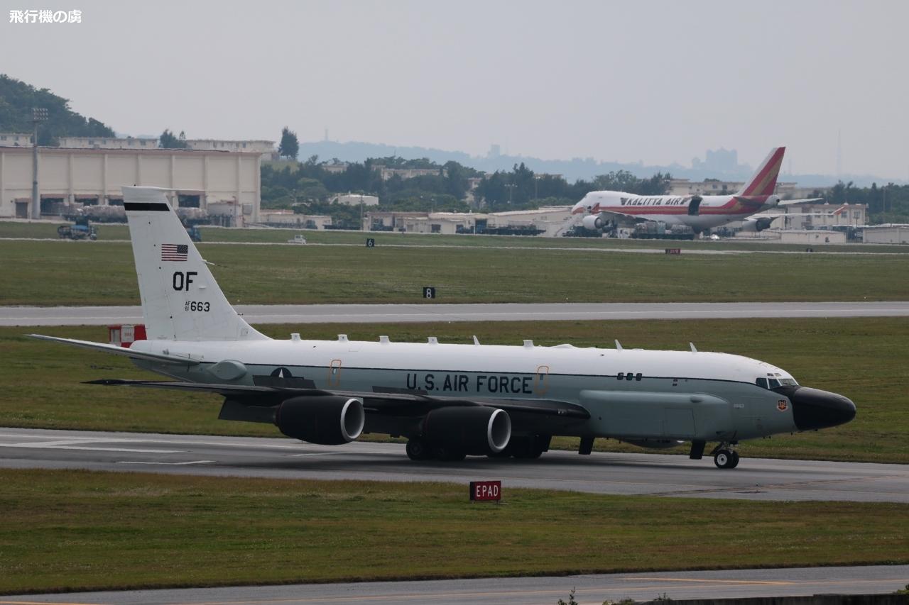 黒い片翼が目印 コブラボールの飛来  アメリカ空軍_b0313338_05240308.jpg