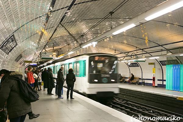 パリのメトロの「コリ・シュスペ」。_c0024345_20244129.jpg