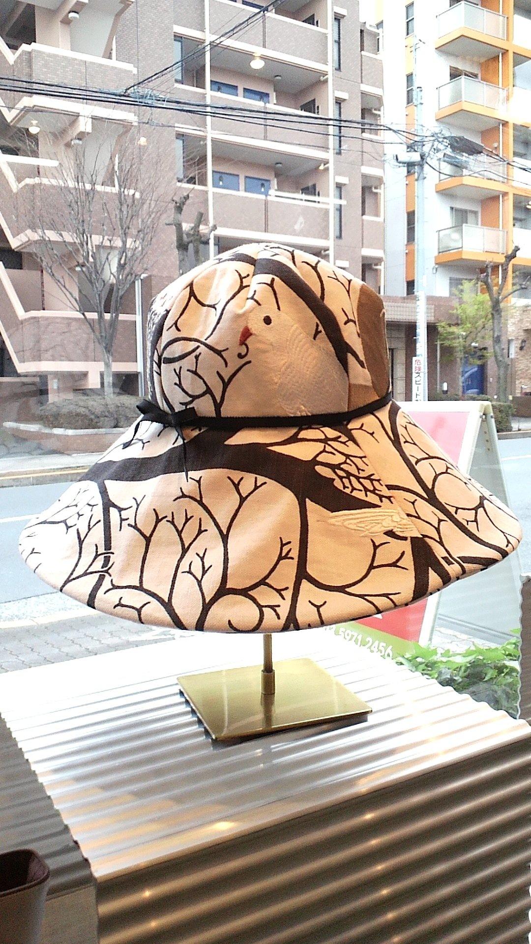 リスとハトの帽子_c0157866_20415354.jpg