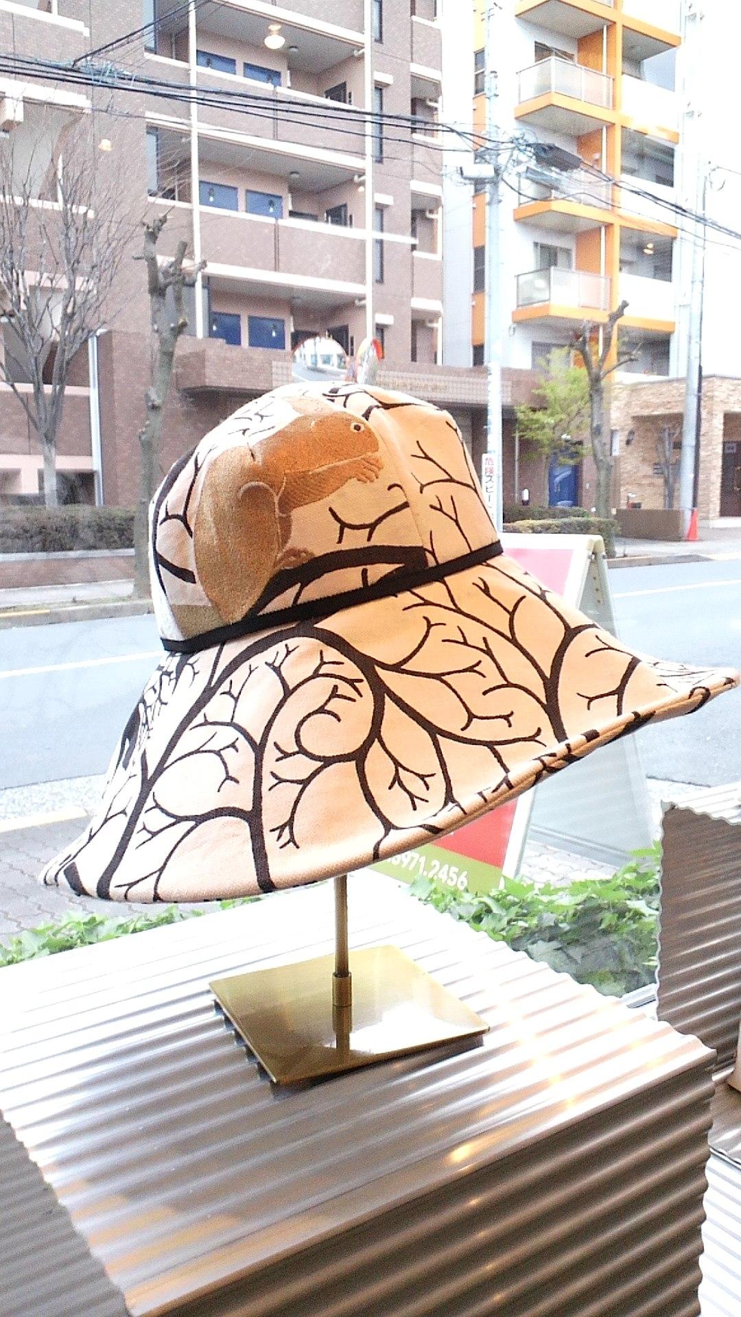 リスとハトの帽子_c0157866_2042639.jpg