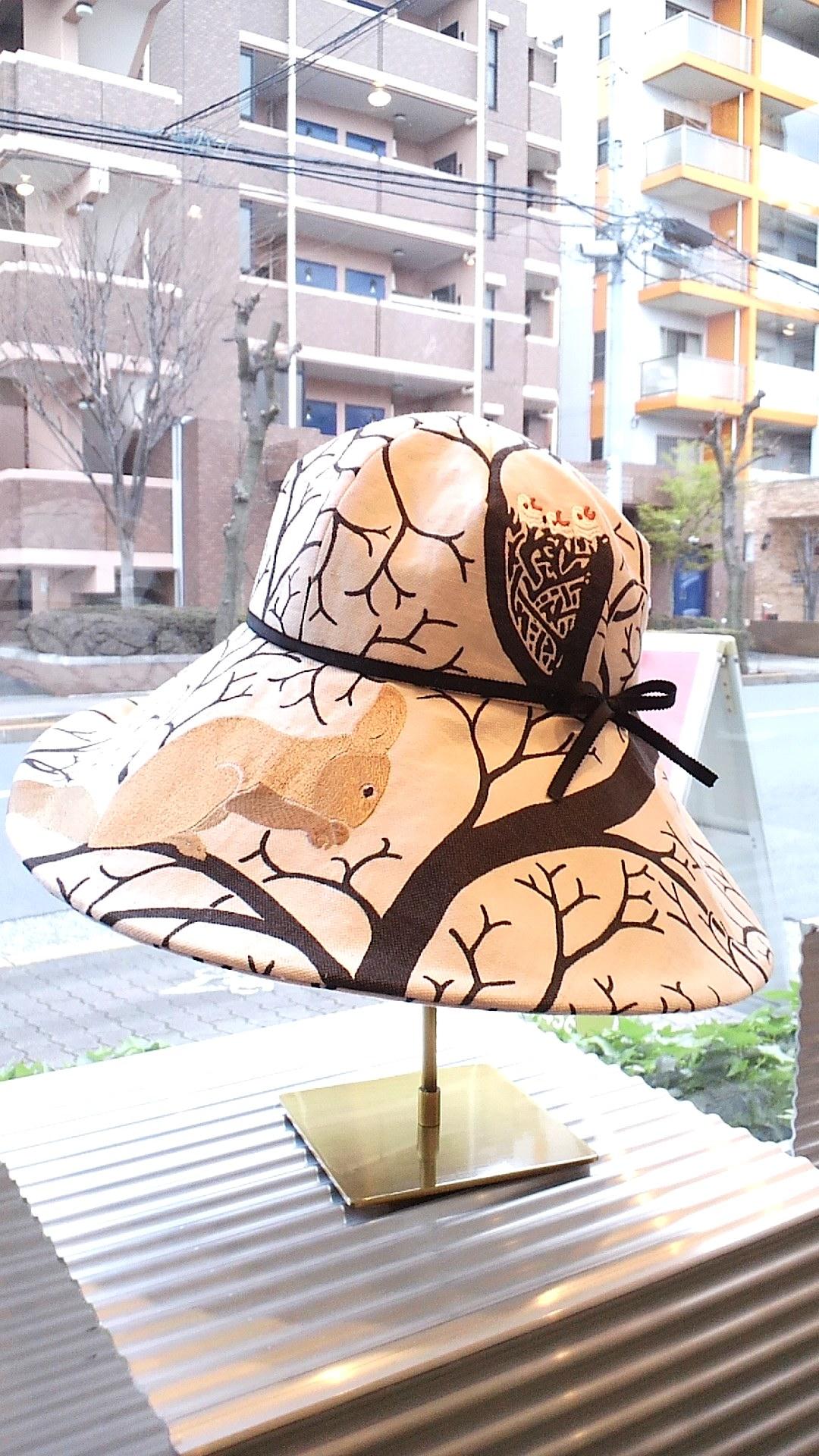 リスとハトの帽子_c0157866_2044258.jpg