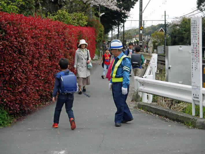 藤沢土木事務所職員4人が現地視察::緑の洞門通行禁止_c0014967_21503815.jpg