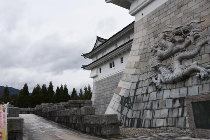石垣にドラゴン!日本一の高さを誇る天守閣を持つ福井・勝山城_e0171573_21112430.jpg